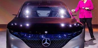 Merkel subraya al sector automotriz el reto de combatir cambio climático
