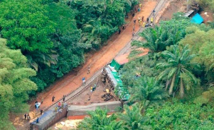 Descarrilamiento de tren deja 50 muertos en el Congo