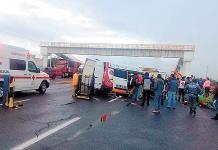 Suman 5 las víctimas por choque de camioneta de traslado del DIF
