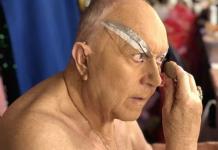 Darcelle XV, la drag queen de más edad en el mundo, no se rinde