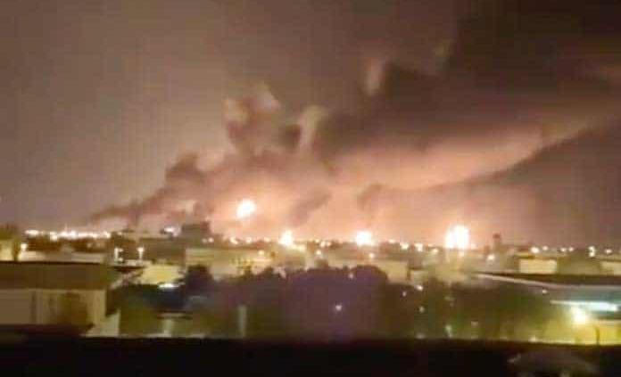 Explosiones y un gran incendio por ataque con drones contra refinería de petróleo de Arabia Saudita