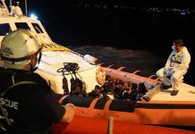 Desembarcan migrantes del Ocean Viking