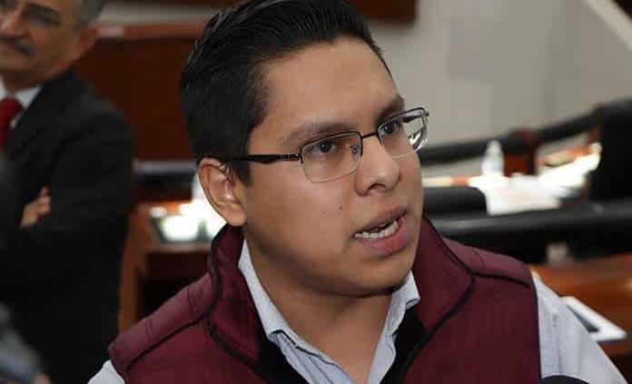 Niega Edson Quintanar promover contratación de aviadores