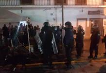 Policía estatal dispara al aire en intento de recuperar sede de la alcaldía de Villa de Zaragoza