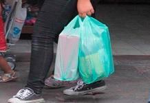 Comerciantes foráneos siguen usando plástico