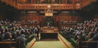 A subasta, la obra de Banksy del Parlamento británico dirigido por chimpancés