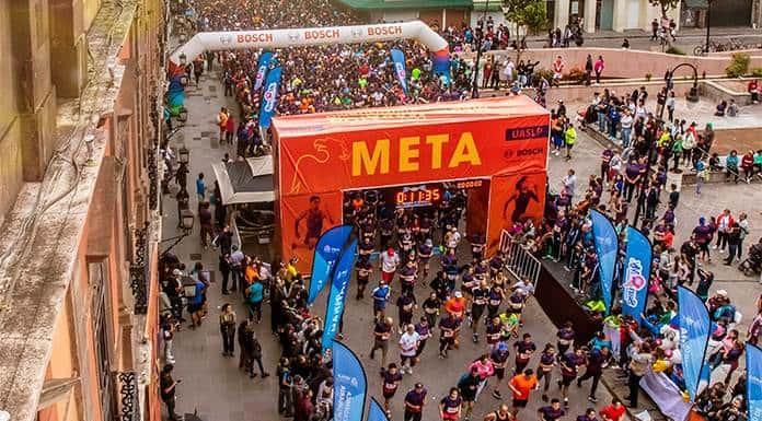 Luis Vázquez y Cindy Meza se llevan el Medio Maratón Universitario 2019'>