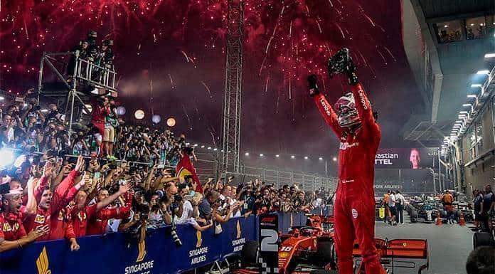 Sebastian Vettel vuelve a sonreír al ganar Gran Premio de Singapur'>