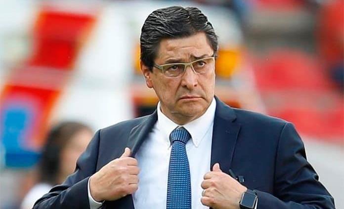 Luis Fernando Tena se podría mantener en Chivas