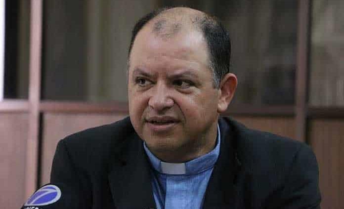 Pide Arquidiócesis a taxistas modernizarse y competir