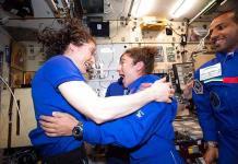 La NASA alista caminata espacial con mujeres astronautas tras intento fallido