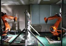 Enseñan a robots a hacer refacciones para automóviles (VIDEO)