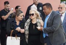 Sergio Mayer descarta que la viuda de José José y su hija Sarita viajen a México para homenaje