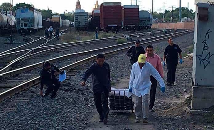 Hombre muere al presuntamente caer de un vagón del tren