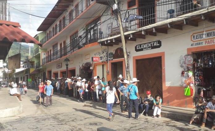Apagón paraliza actividades  de diversos establecimientos en Xilitla