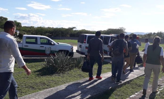 Polleros abandonan en Valles a 16 migrantes centroamericanos