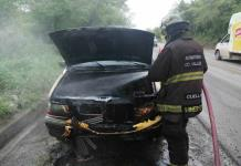 Vagoneta se incendia y queda inservible