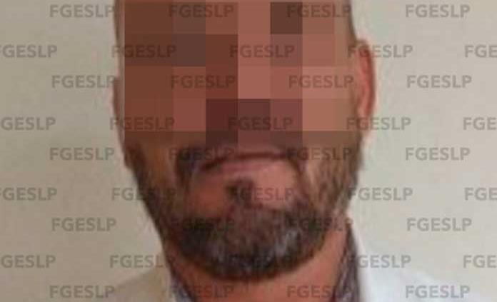 Arrestan a presunto defraudador; les decía a las víctimas que regularizaría sus autos americanos y no cumplía