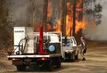 Incendios forestales destruyen decenas de casas en Australia