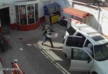 Hombres armados perpetran violento robo en casa de empeño