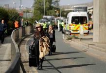 Manifestantes ecologistas bloquean la entrada al aeropuerto London City