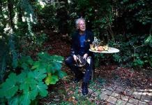 Ya era hora, dice Elfriede Jelinek sobre el Nobel para Handke