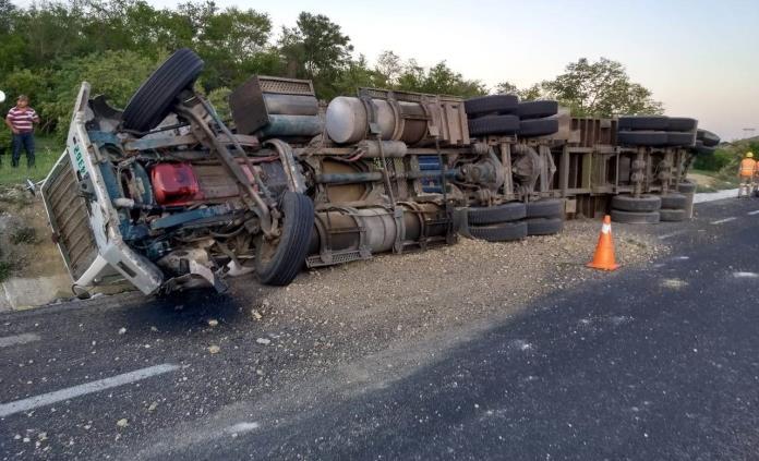 Reportan dos accidentes en la carretera Valles-Tamuín