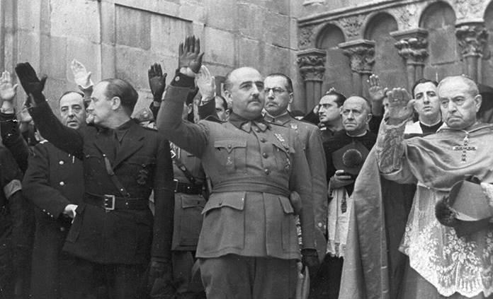 Tres horas y 11 mil euros para exhumar a Franco con discreción
