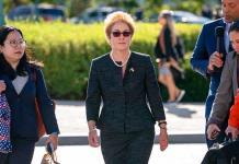 Socios de abogado de Trump pidieron ayuda a legislador para destituir a embajadora en Ucrania