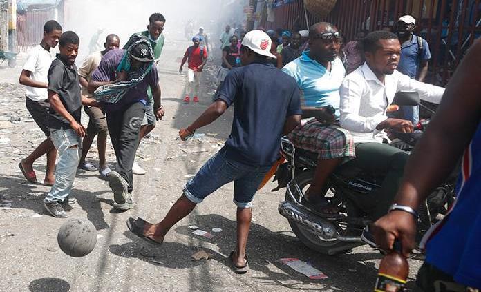 Hallan cadáver de periodista haitiano con 3 tiros en maletero de su vehículo