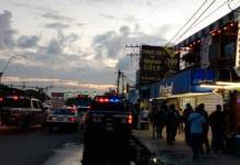 Policías detienen a tres por ataque a bar de Cancún