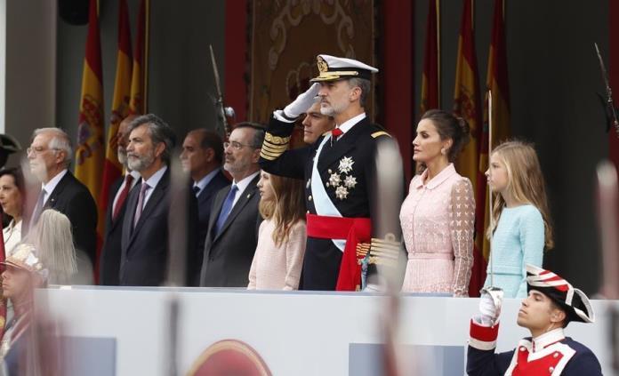 Los reyes de España presiden el desfile militar de la Fiesta Nacional