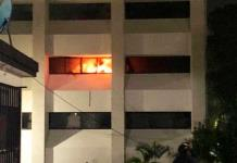 Vandalizan e incendian subsecretaría de Educación de Tuxtla