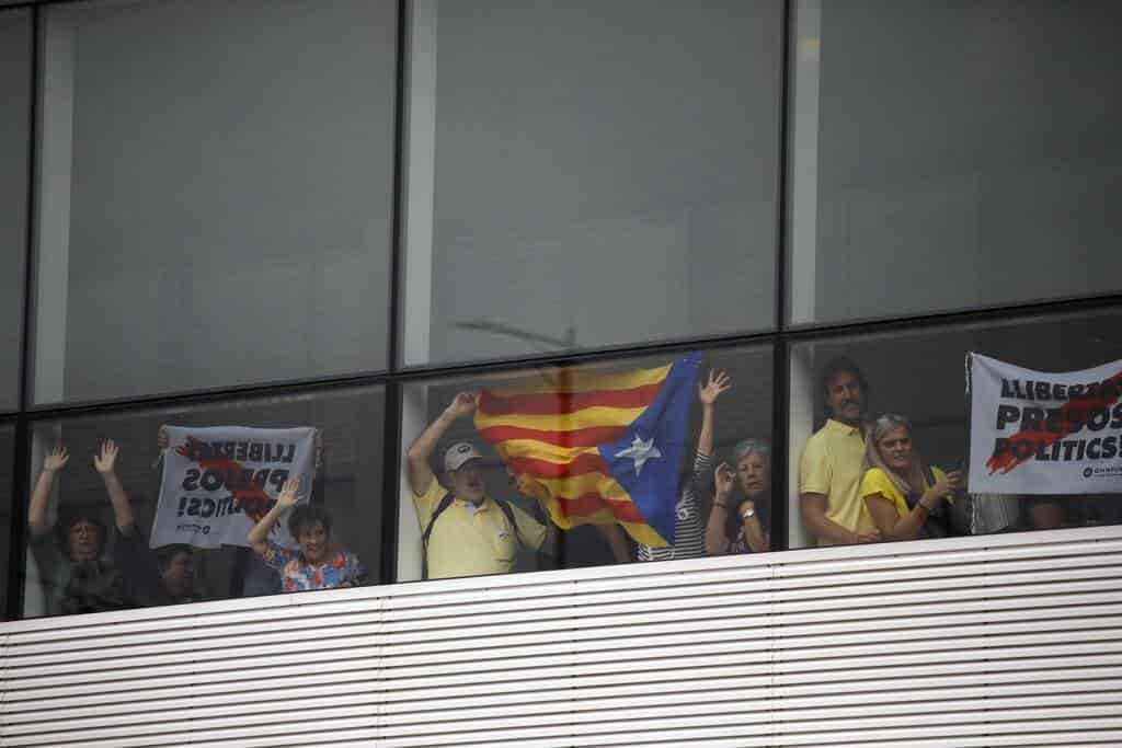 Protestan contra condena de separatistas