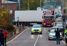Policía británica registra dos viviendas tras hallazgo de 39 cadáveres