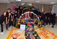 Alumnos del Andes International School realizan creativos Altares de Muertos
