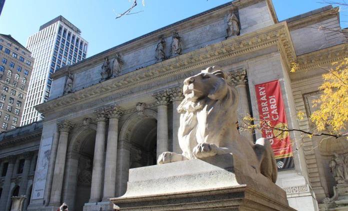 Vuelven los leones de la Biblioteca de Nueva York tras intensa restauración