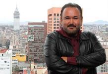 El tenor mexicano Javier Camarena canta a los pacientes de un hospital español