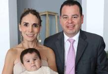 Romina Rodríguez Ruiz recibe el bautismo