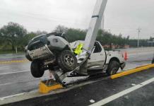 Madre e hija sufren accidente en la súper carretera a Rioverde; una de ellas fallece