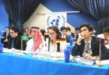 Jóvenes analizan la paz en el mundo