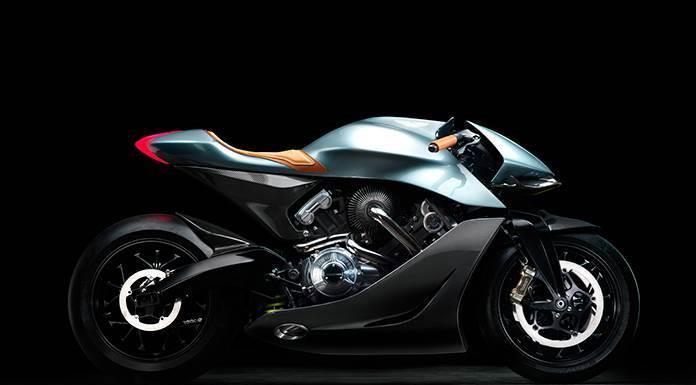 Las alas de Aston Martin, en una motocicleta'>