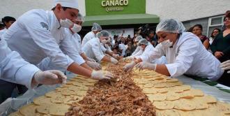 Querétaro logra récord Guiness con el taco de carnitas más largo del mundo