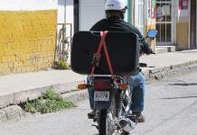 Exigen reglamentar el perifoneo en moto