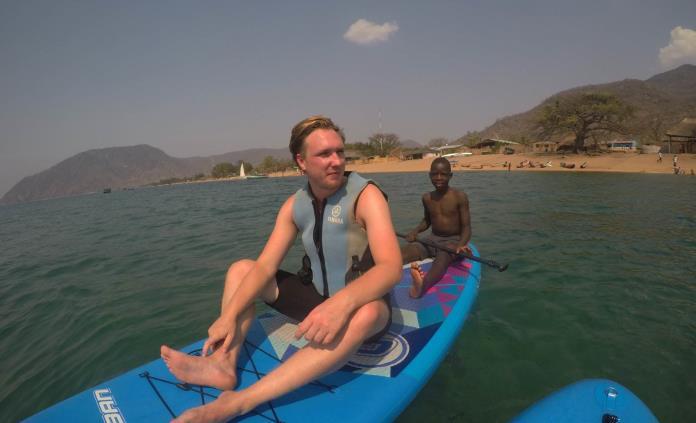 Joven queda parapléjico por nadar en un lago