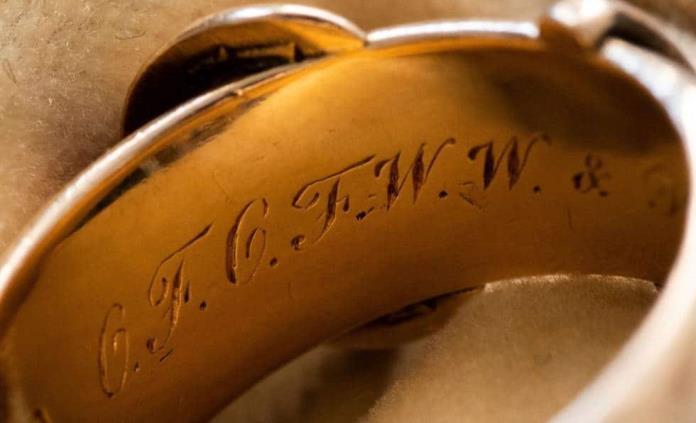 Localizan anillo del escritor Oscar Wilde