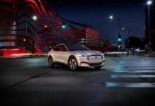 Ford empieza a aceptar reservas para el todocaminos eléctrico Mustang Mach-E