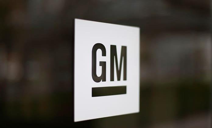 GM llama a reparación más de 814 mil camionetas y autos en EEUU