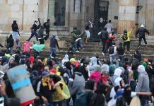Colombianos ponen a prueba a su gobierno