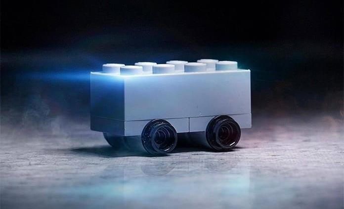 Lego se burla de la pick-up de Tesla